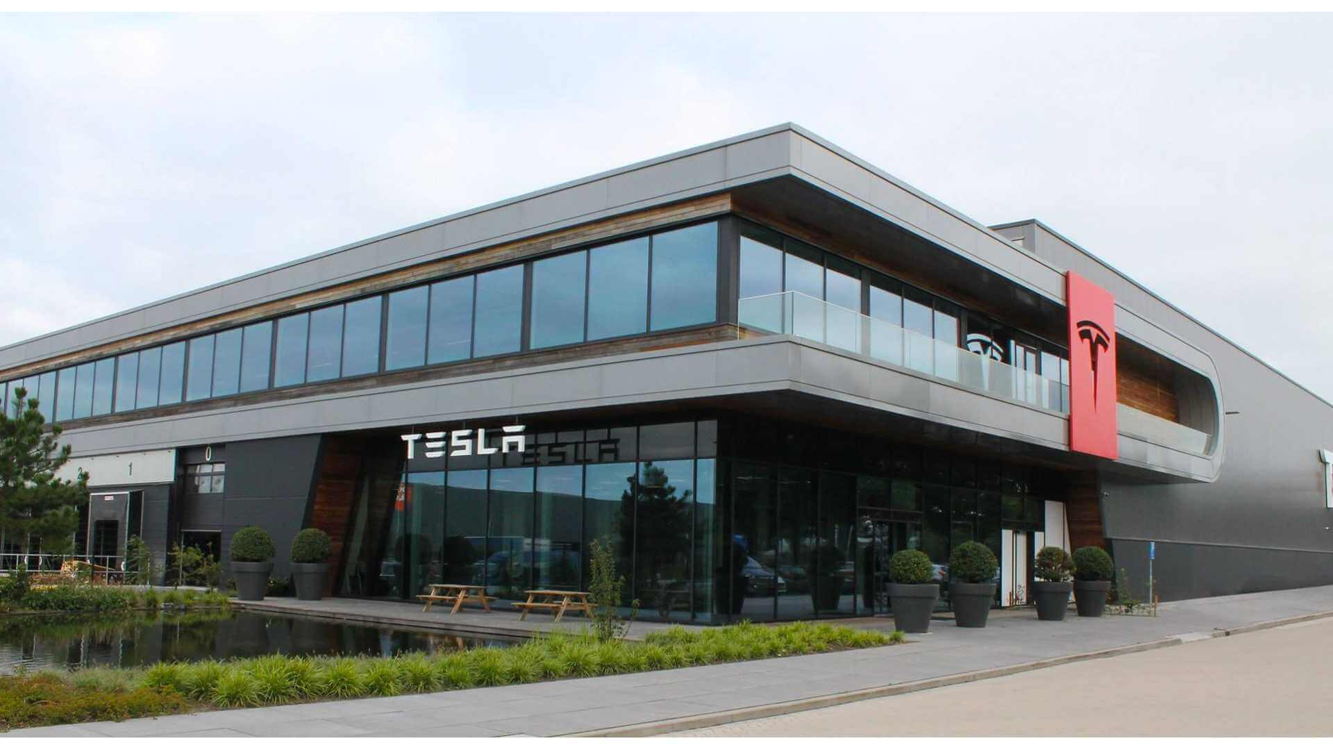 Тесла Европа теряет второго босса в течение двух лет