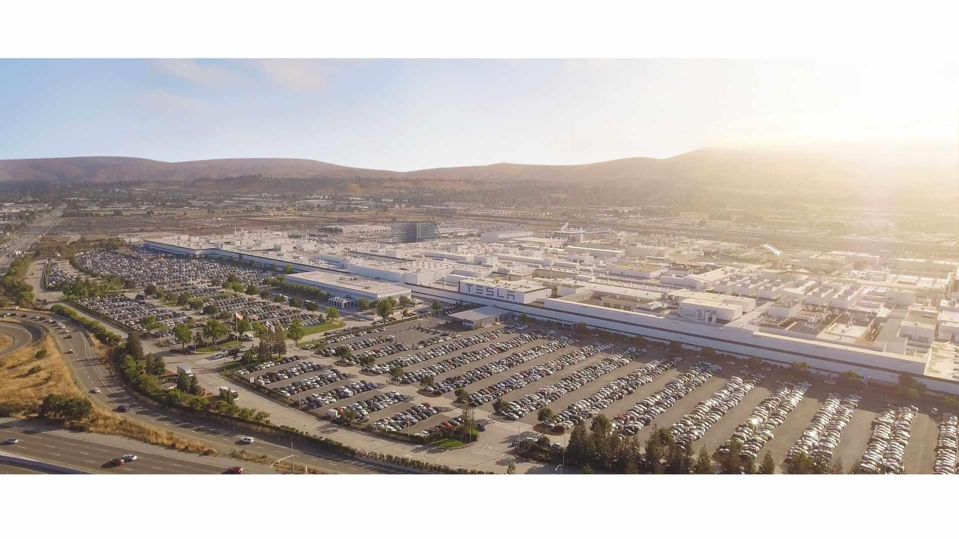Tesla перенесет свою штаб-квартиру и будущие программы в Техас / Неваду