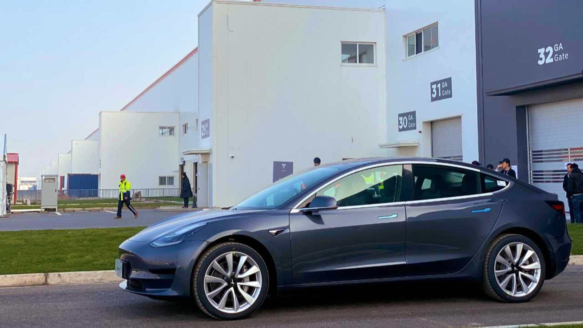 Производство Tesla Model 3 выше 11 000, а продажи - всего 3 635