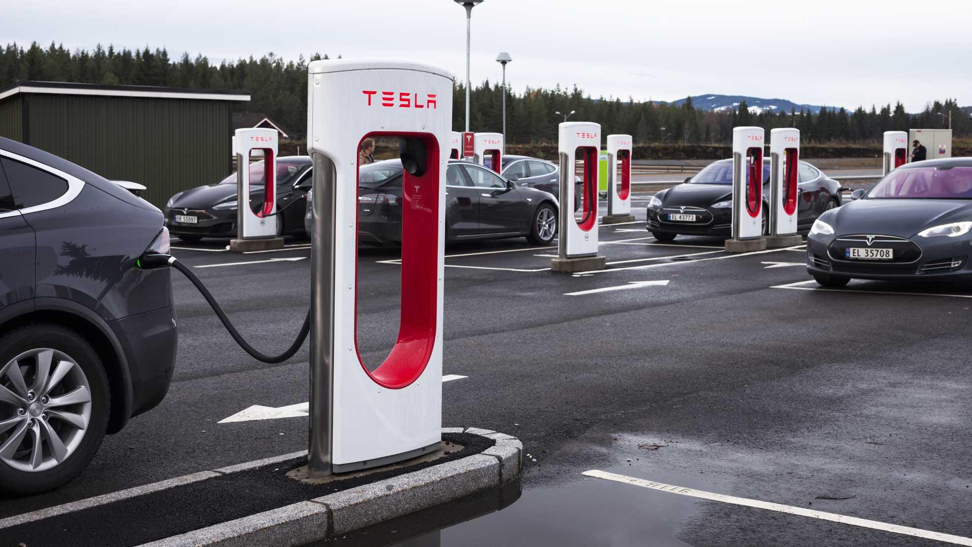 Tesla поднимается вверх по лестнице удовлетворенности клиентов в Норвегии и занимает первое место