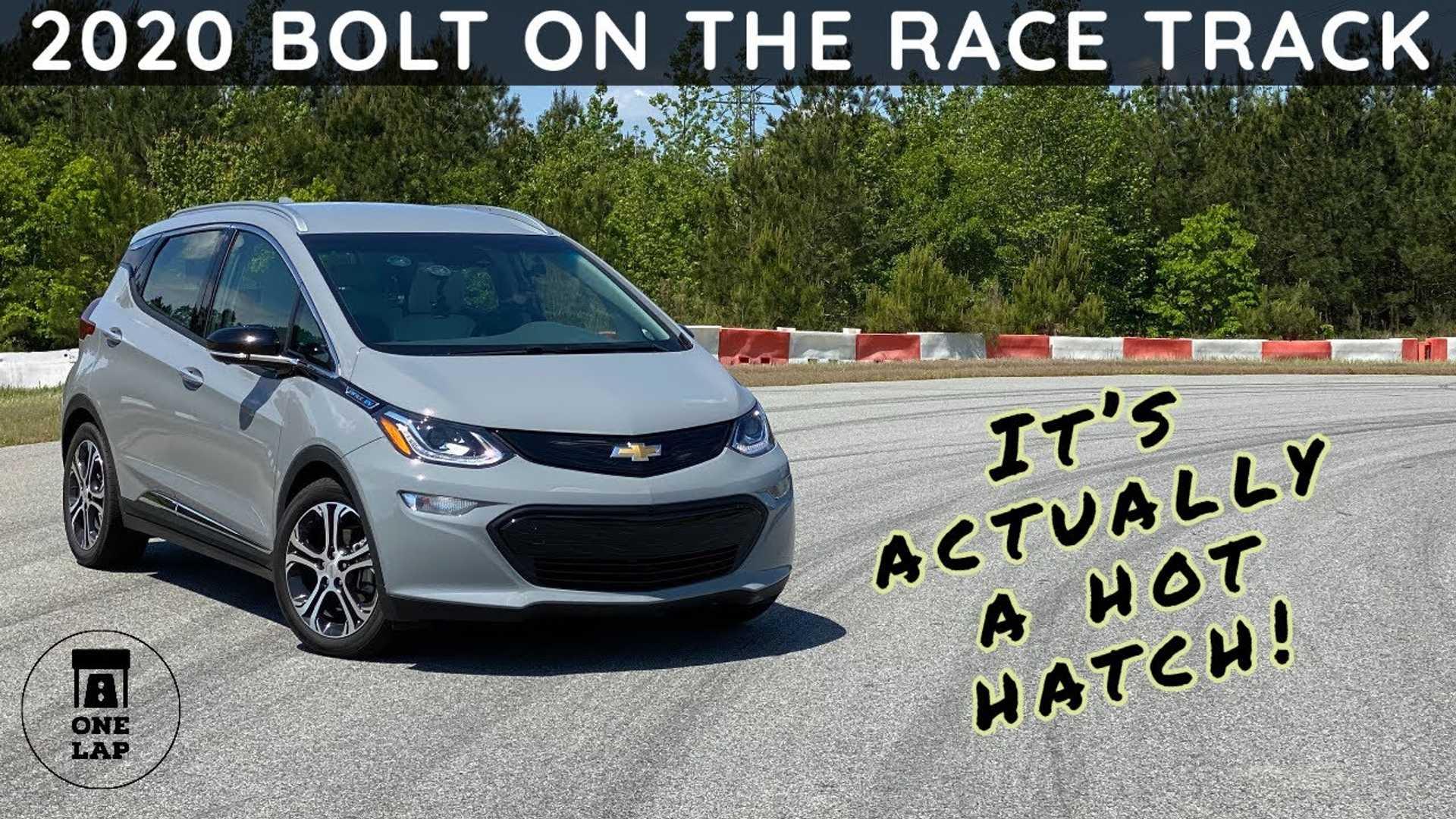 2020 Chevy Bolt EV производит впечатление горячего хэтча на одном круге