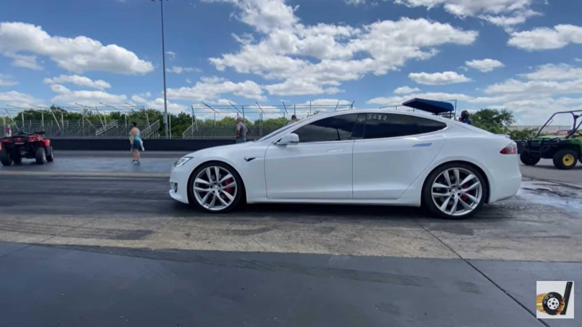 Tesla Model S со стойкой гепарда захватывает новый рекорд четверти мили Tesla