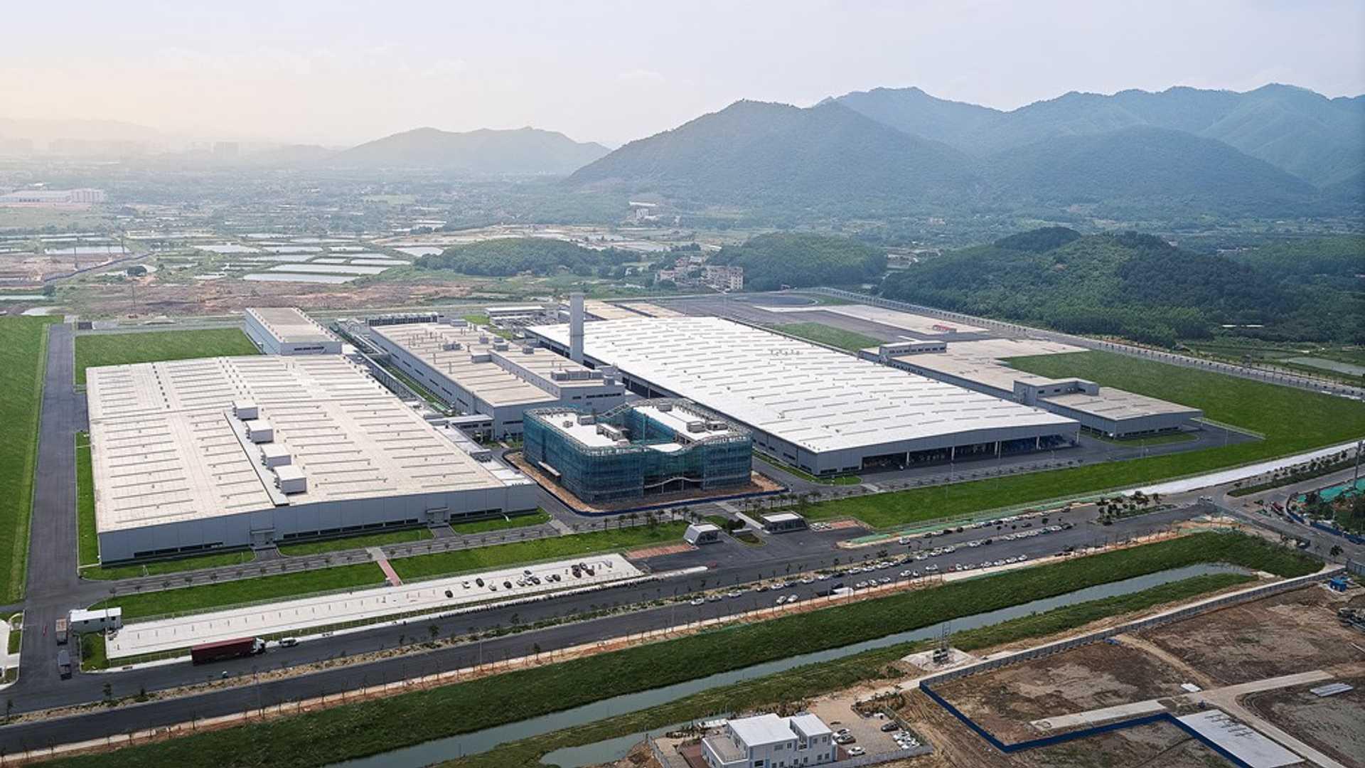 Xpeng получила лицензию на производство и будет производить автомобили на заводе в Чжаоцин