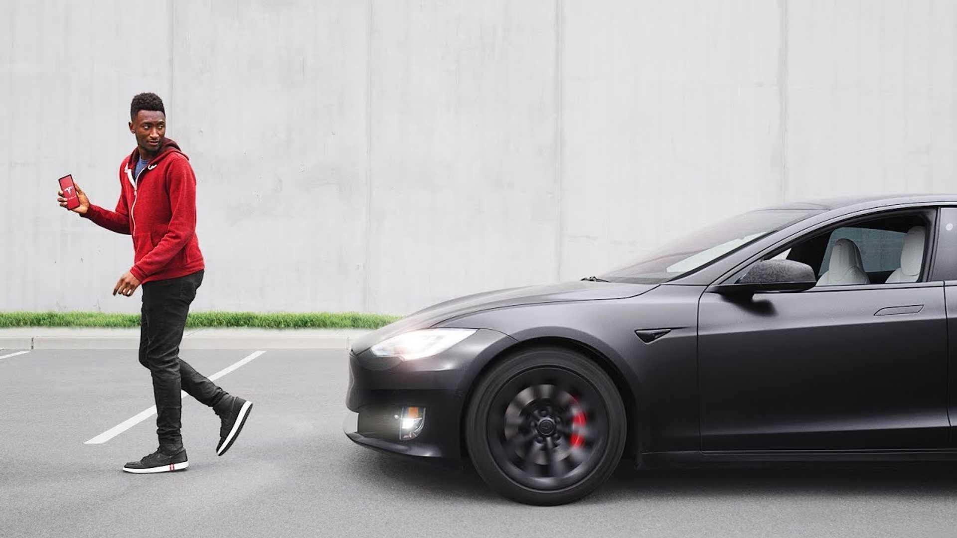 Посмотрите это видео о том, как Tesla Model S развивалась и совершенствовалась с течением времени