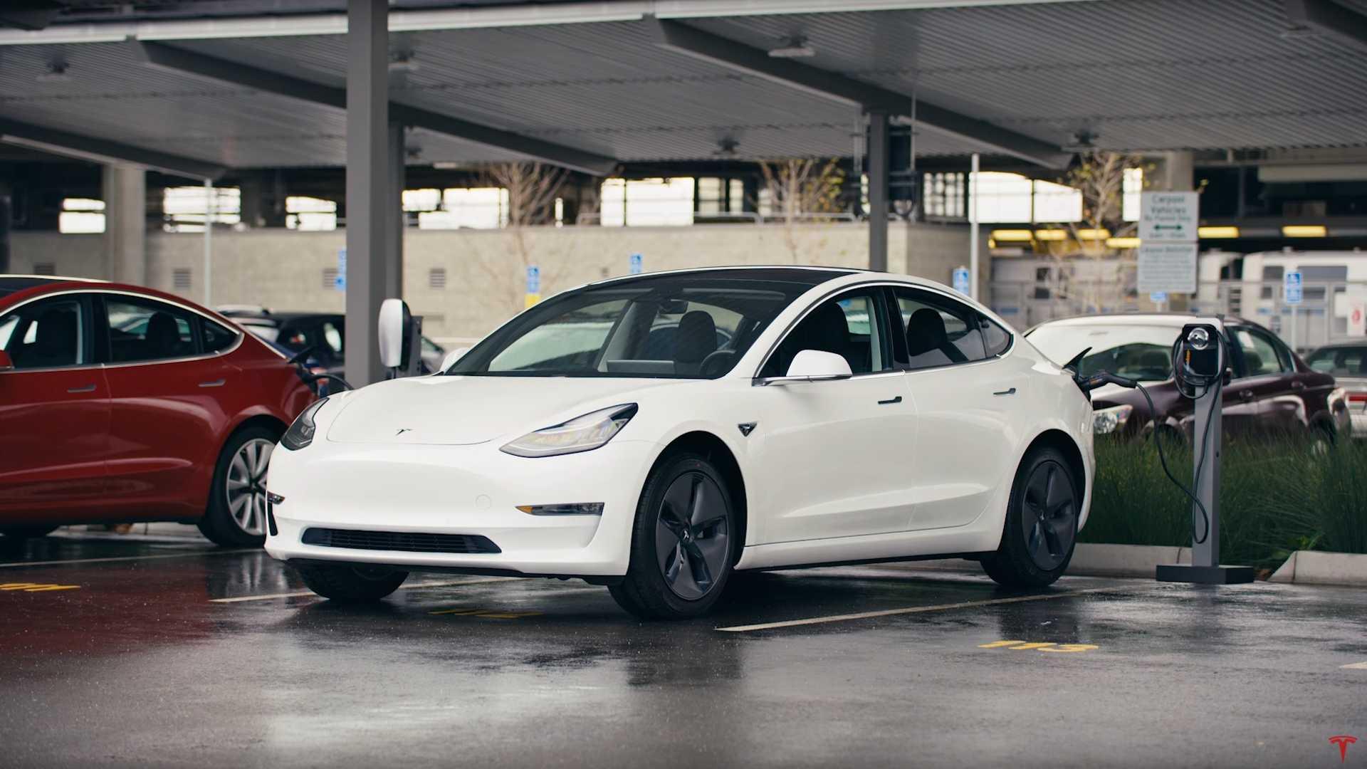 Тесла просит одобрить продажу модели 3 с более дешевой батареей