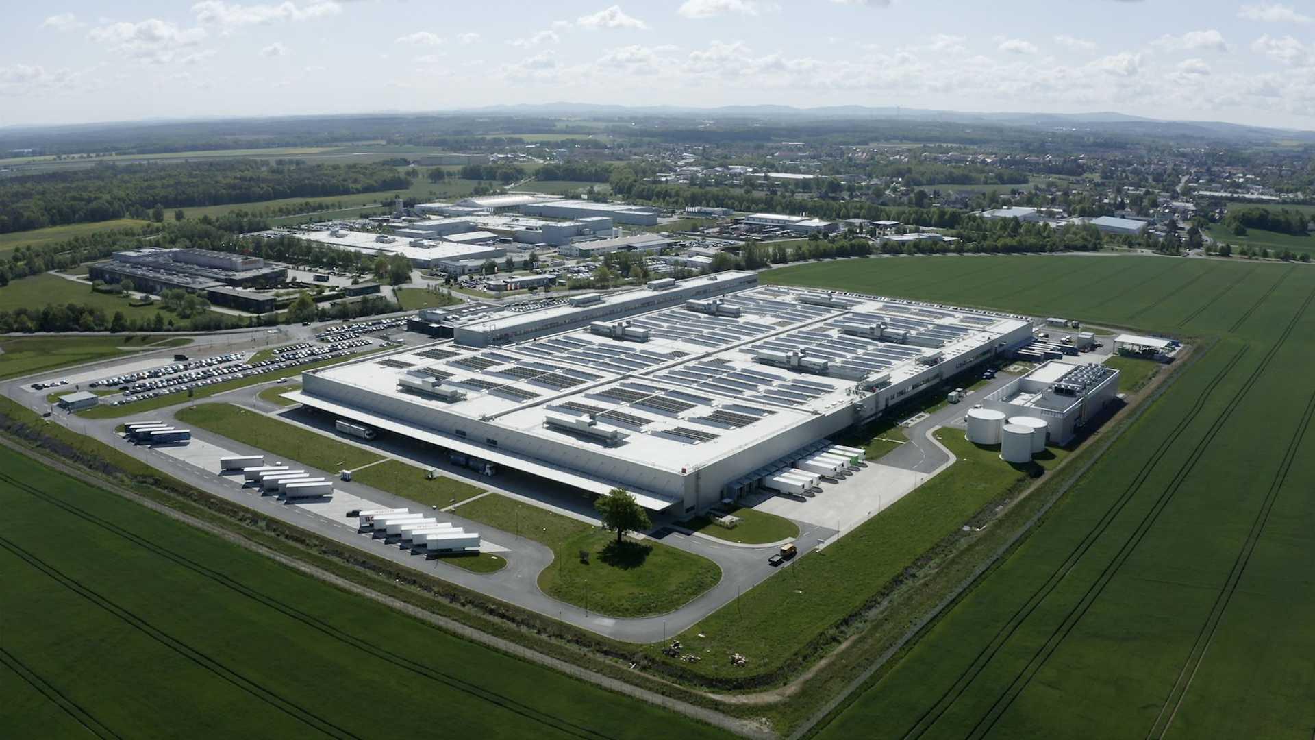 Mercedes-Benz показывает свой аккумуляторный завод в Каменце: видео