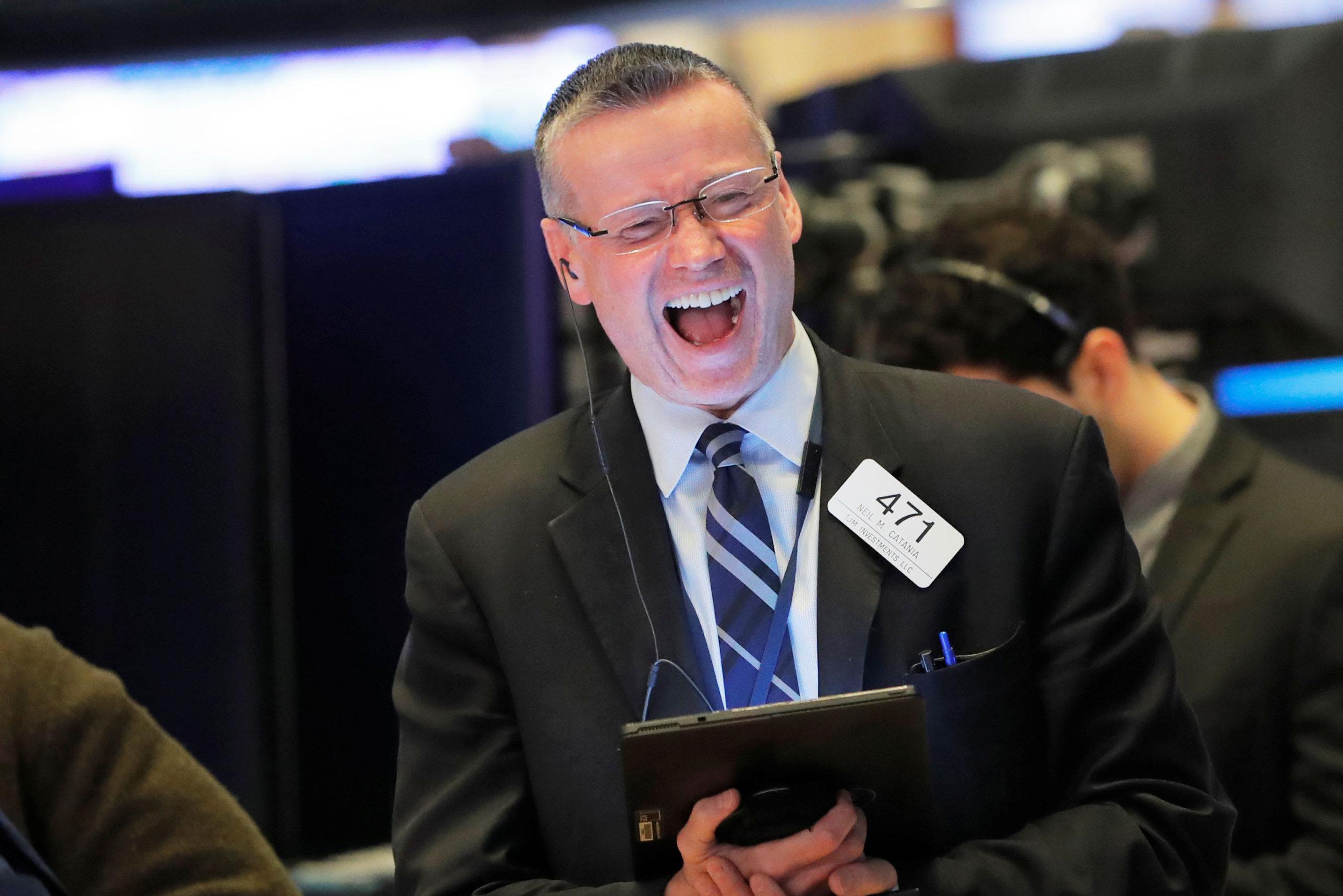Доу 300, акции дома остаются, банки и розничные ралли
