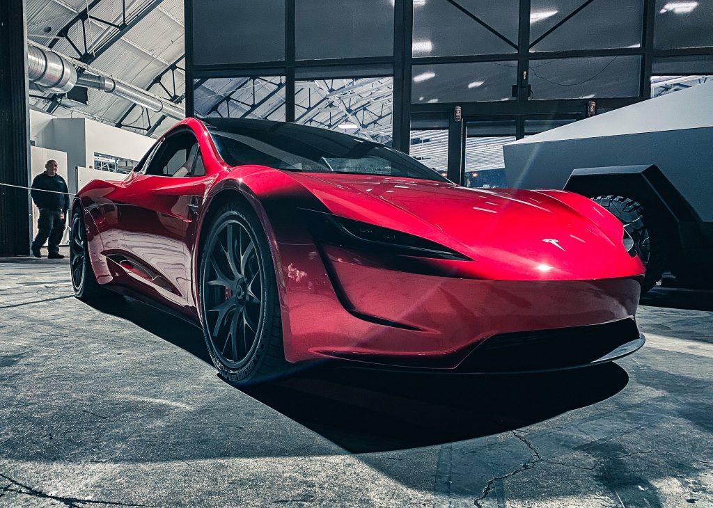 Элон Маск из Tesla раскрывает редкие подробности о двигателях SpaceX следующего поколения Roadster