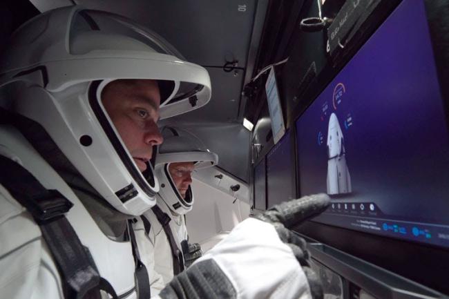 Лидер космического полета НАСА подал в отставку в неожиданном движении перед запуском исторического космонавта