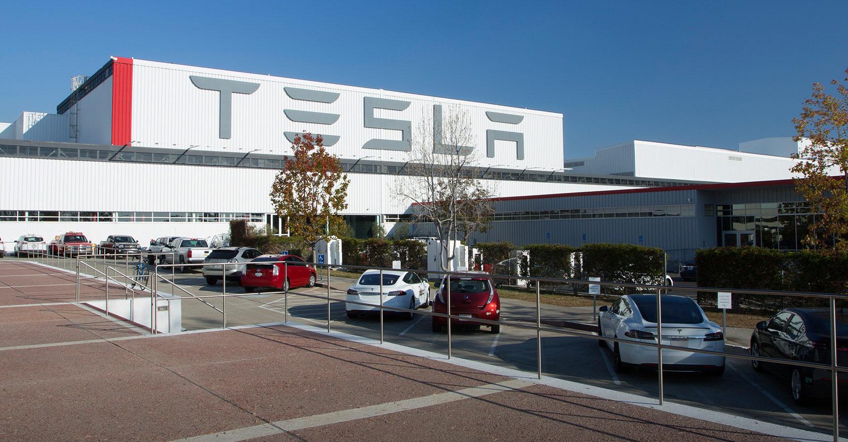 Tesla предлагает изготовить вентиляторы со своего завода в ответ на нехватку коронавирусов