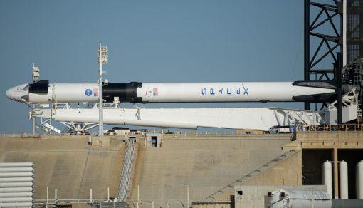 SpaceX Crew Dragon добрался до стартовой площадки (фото)