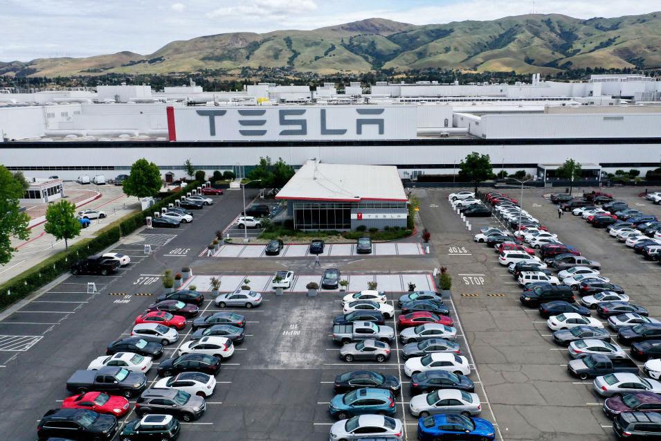 Tesla HR сообщает производственному персоналу, что он вернулся к «нормальной работе»