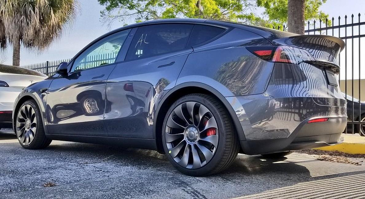 Tesla Model Y - это то, что происходит, когда Model 3 полностью использует свой потенциал