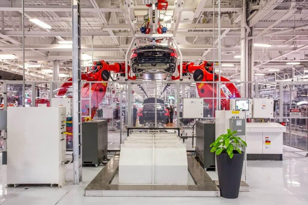 Тесла переместит штаб-квартиру из Калифорнии после борьбы с медицинским заказом