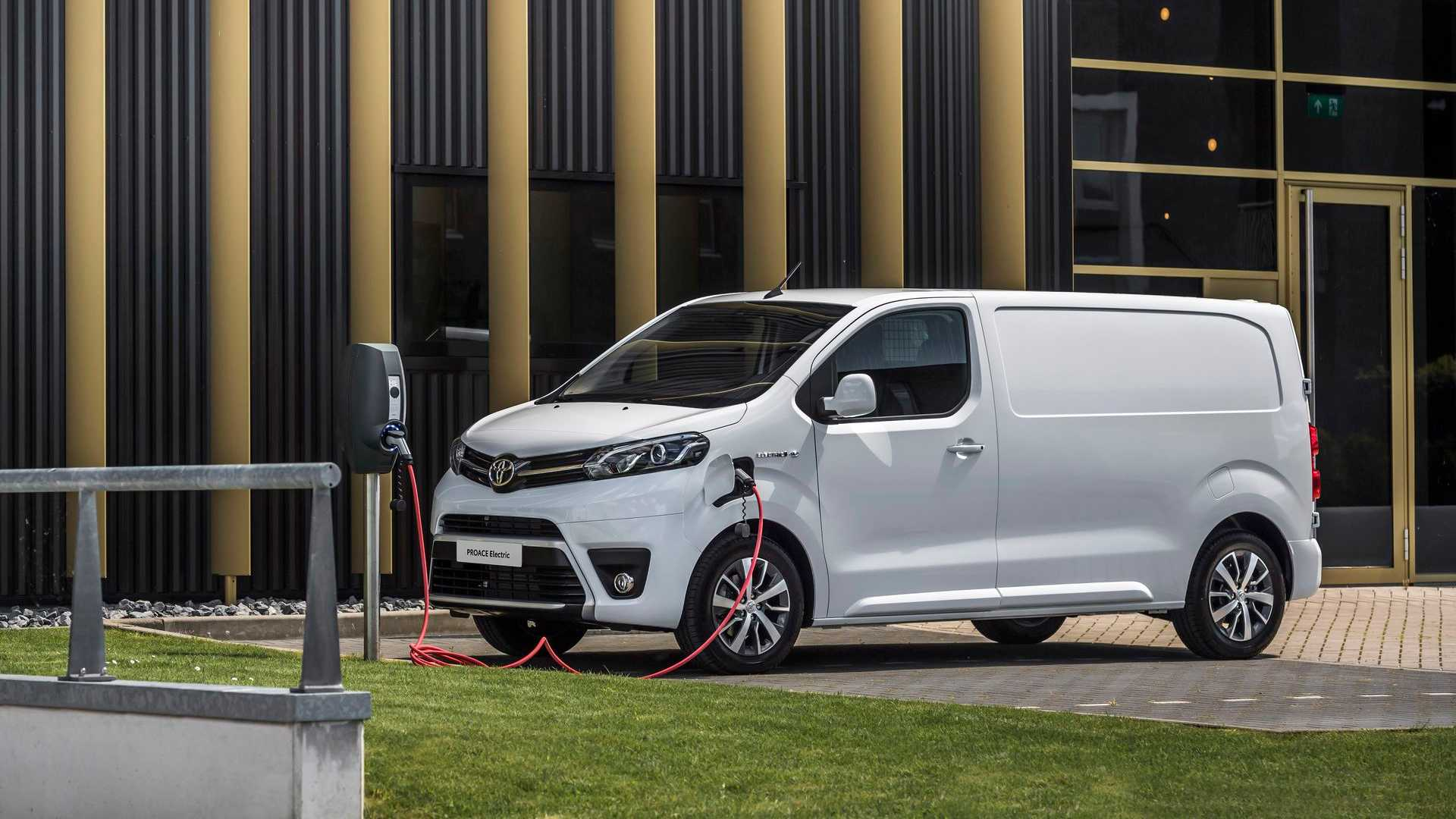 Toyota PROACE Electric charging