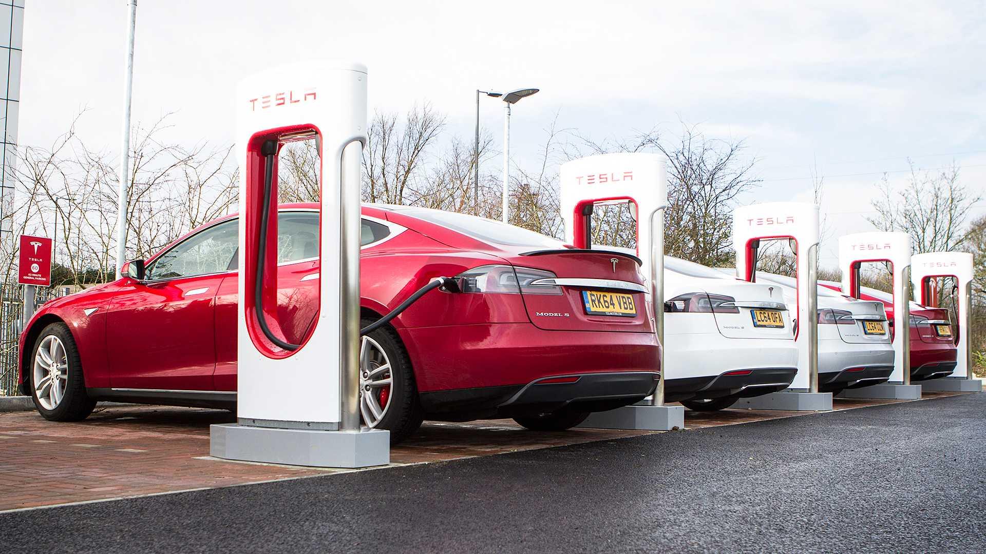 Зарядка инфраструктуры должна вырасти, чтобы соперники Tesla преуспели