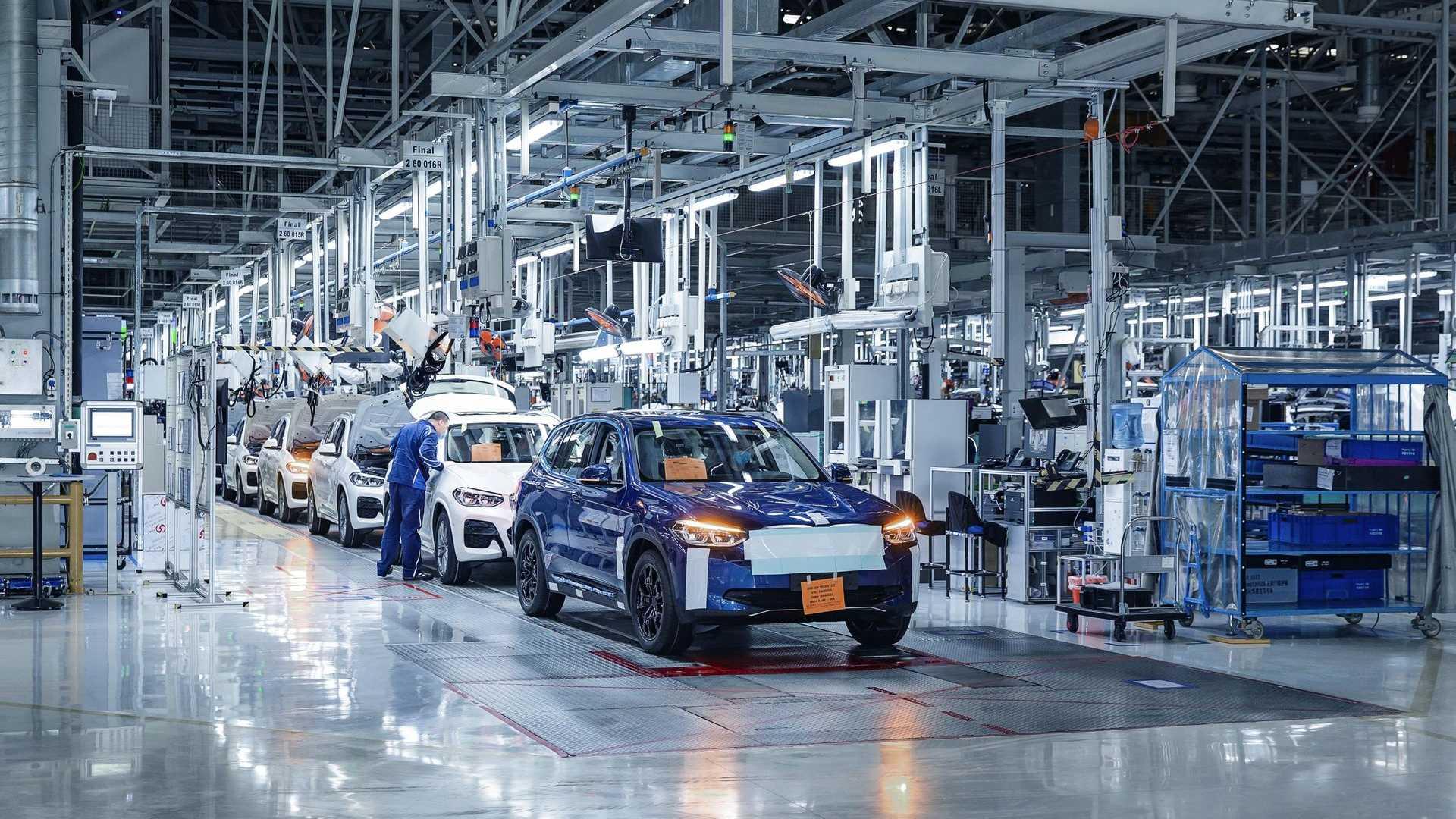 Производство 273-мильного внедорожника BMW iX3 Electric начнется в конце лета