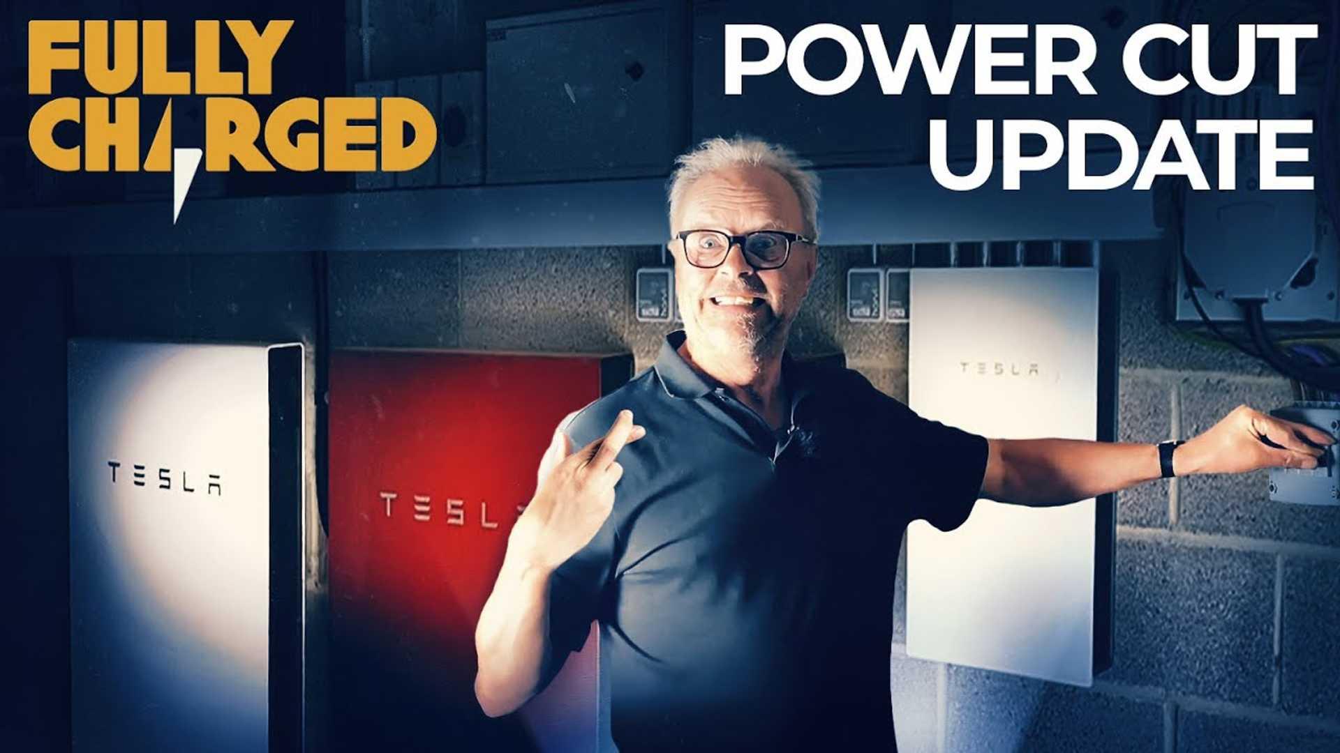 Полностью заряженный проверяет, как быстро Tesla Powerwall реагирует на отключение питания