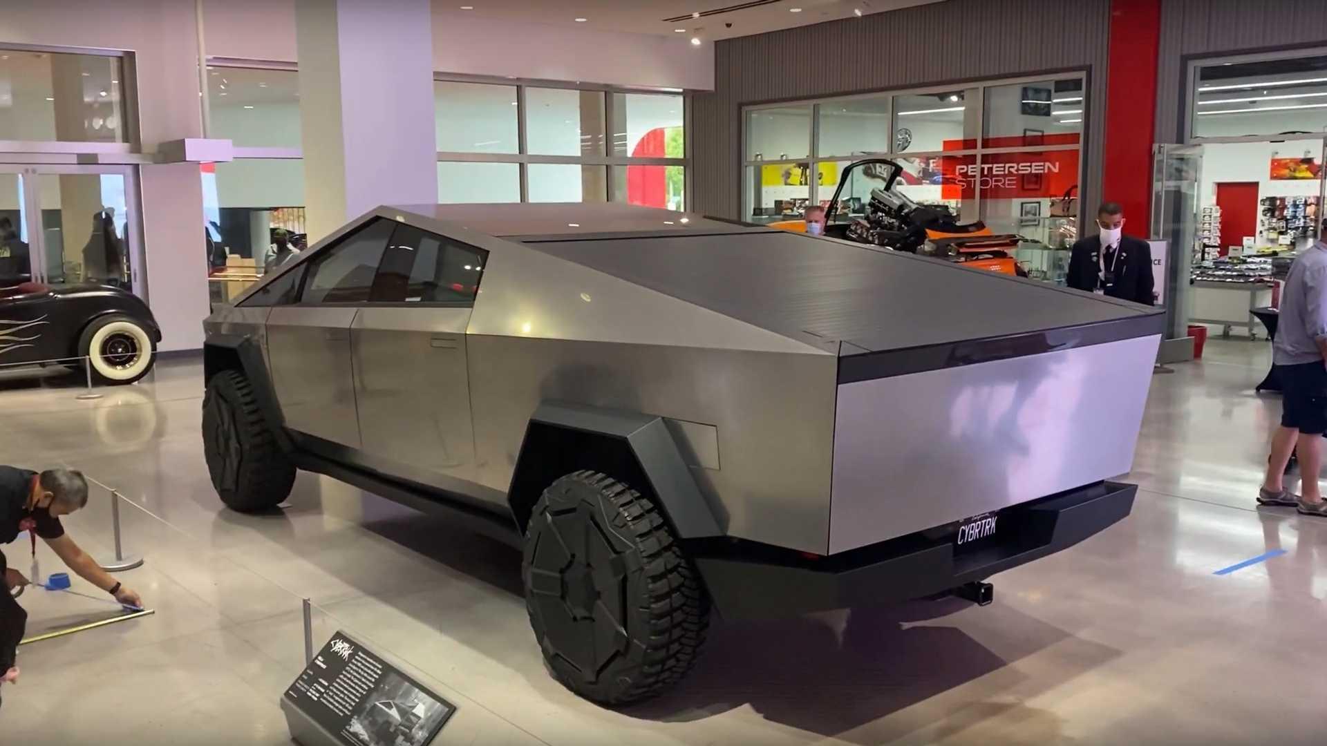 Изображения И Видео Тесла Cybertruck В Автомобильный Музей Петерсена