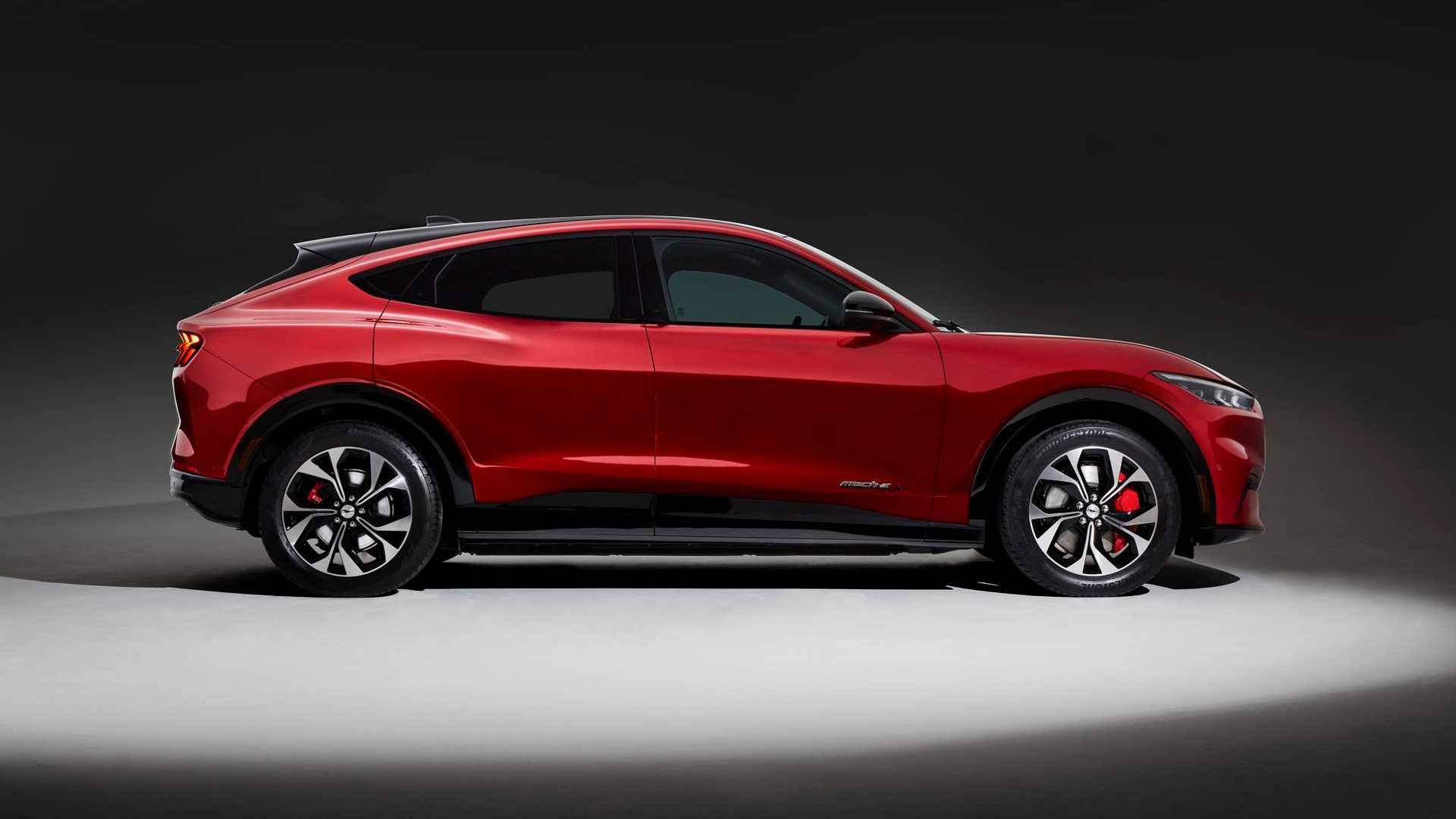 Официальное руководство по заказу Ford Mustang Mach-E 2021 с новыми деталями аккумулятора