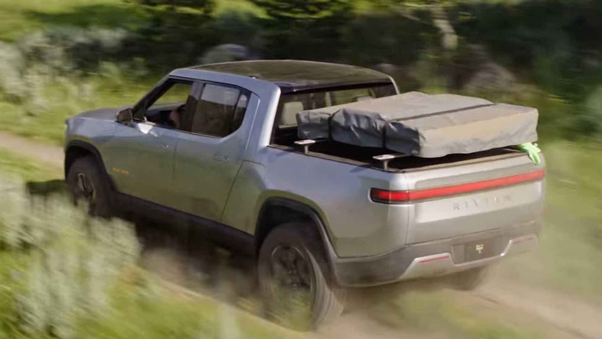 Электрические грузовики Rivian будут заряжать быстрее, чем все производственные электромобили