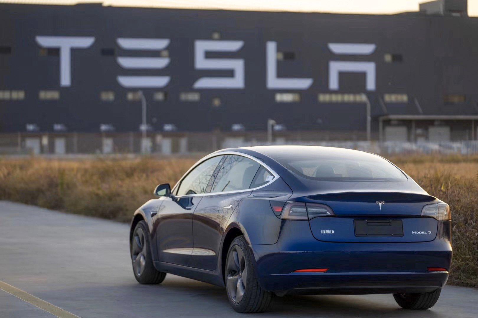 Тесла снижает Китай Модель 3 в связи с изменениями местных субсидий