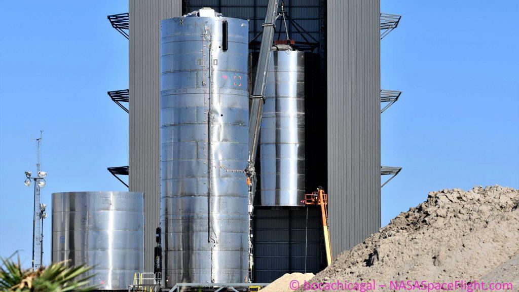 Компании SpaceX собирается выполнить три прототипа звездолета в тот же месяц