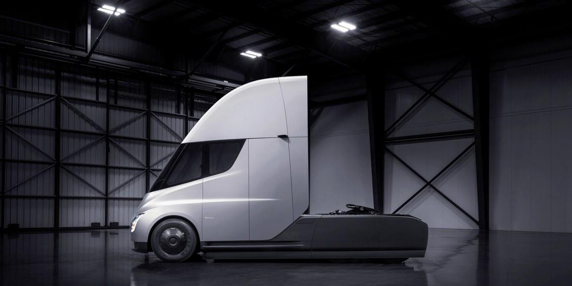 Musk Rallies Tesla Team получит полузадачу к «массовому производству»