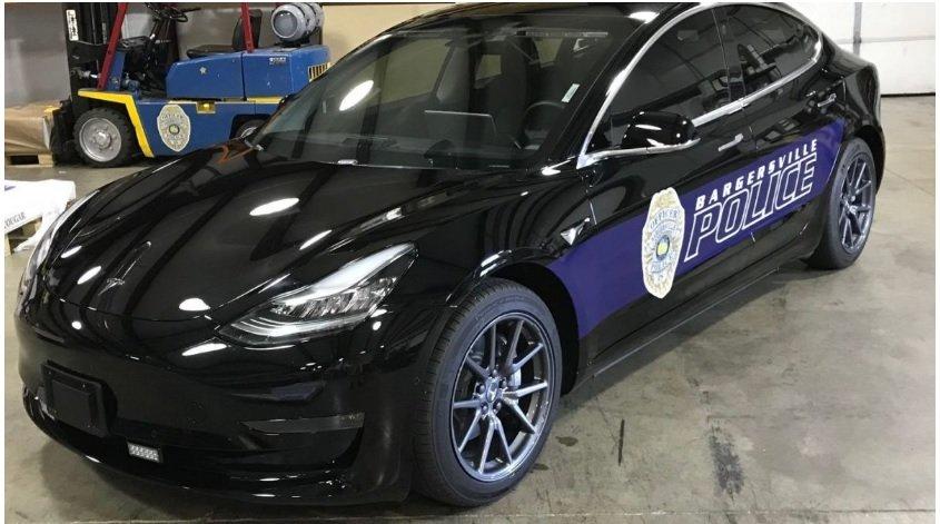 Надежность и отсутствие технического обслуживания Tesla Model 3 защищал начальник полиции