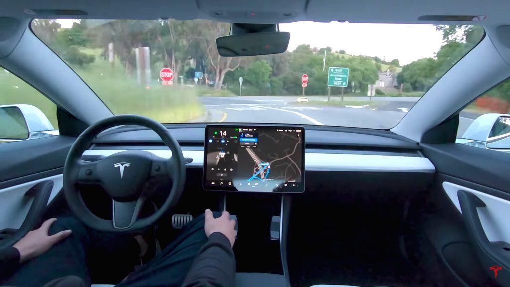 Спорный подход Tesla, который на основе полного самоуправления, наконец, окупается
