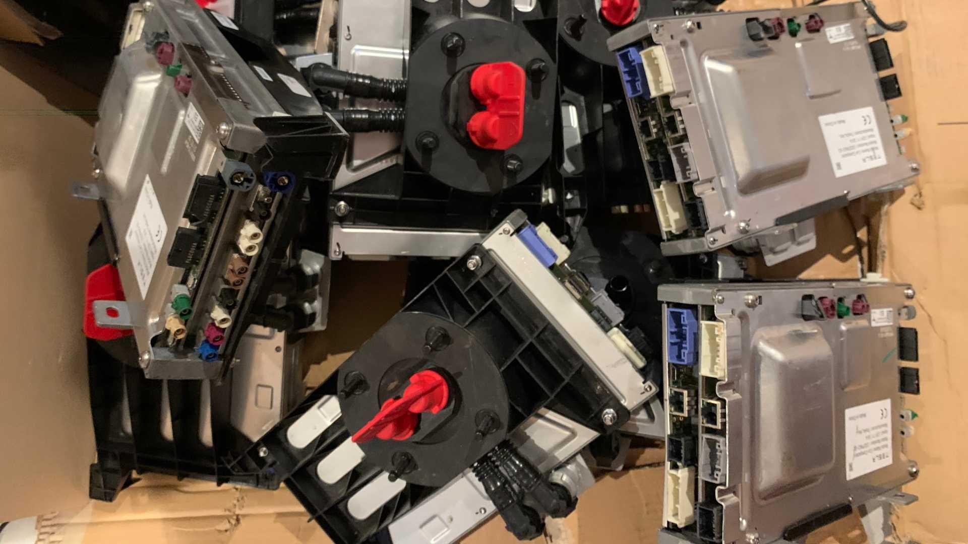 Старые компьютеры европейских владельцев также выставлены на продажу