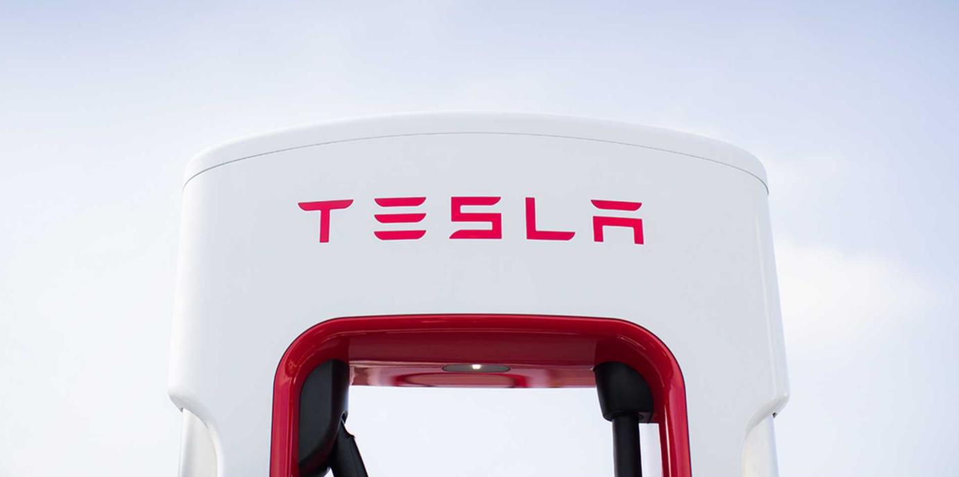 Тесла получил звание самого ценного в мире автопроизводителя