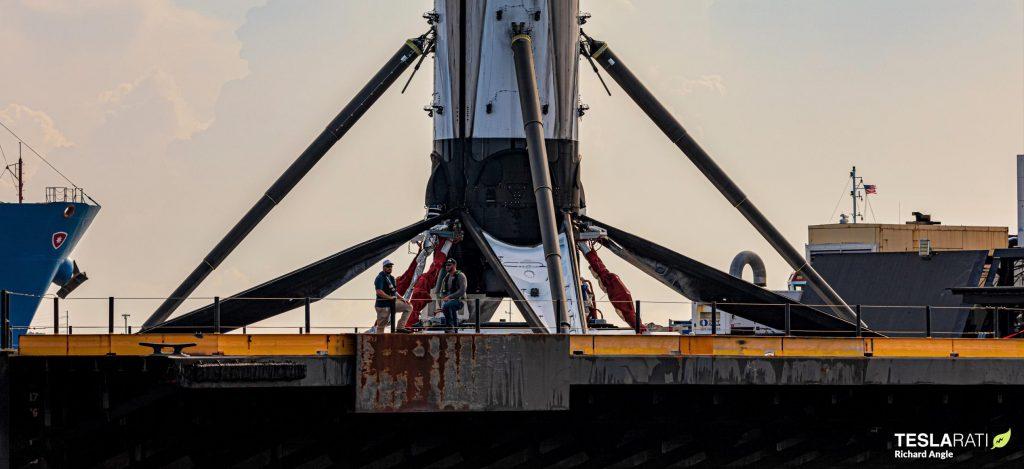 Космическая нога SpaceX Falcon 9 случайно упала во время попытки отвода