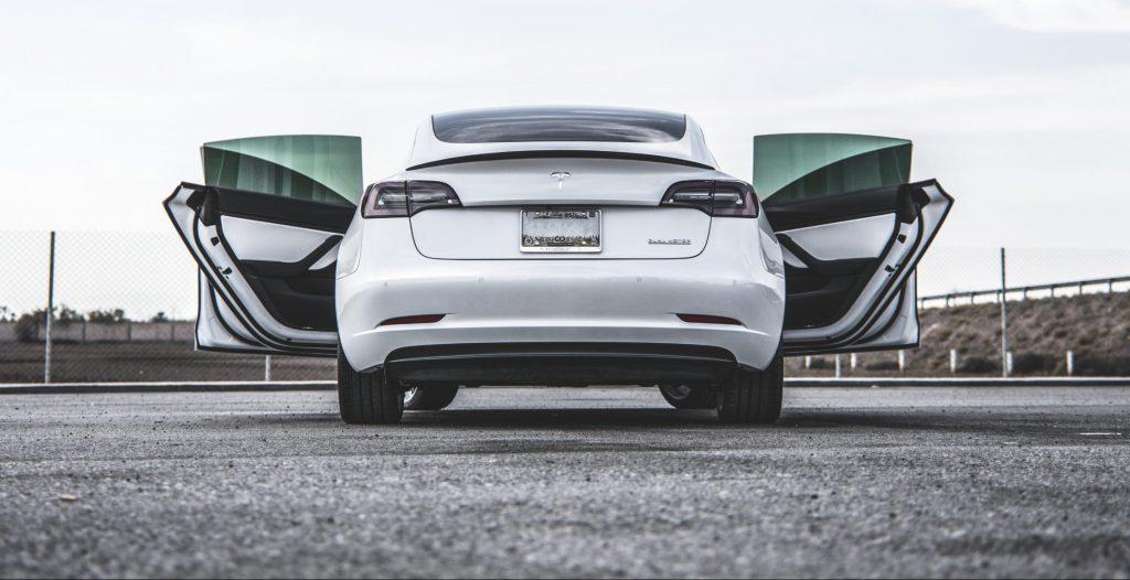 Стоимость перепродажи Tesla Model 3 более чем в пять раз выше, чем в среднем по отрасли: исследование