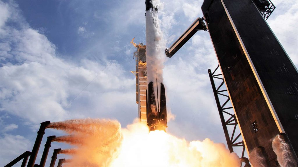 Следующий запуск SpaceX может побить рекорд повторного использования ракет, несмотря на новые задержки