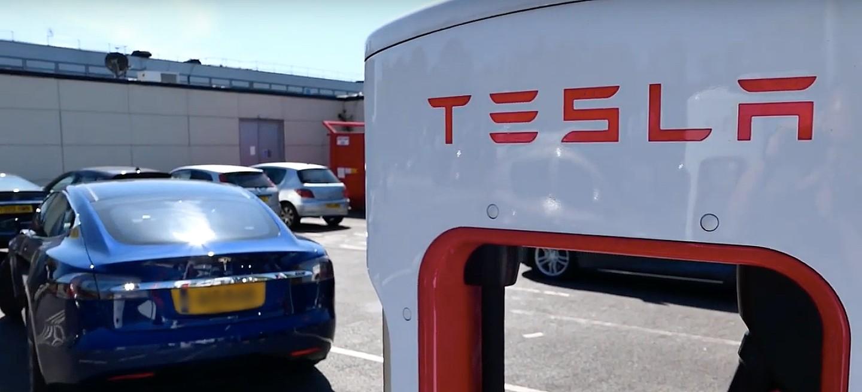 Электромобили, такие как Teslas, теперь дешевле владеть, чем газовые машины в Европе