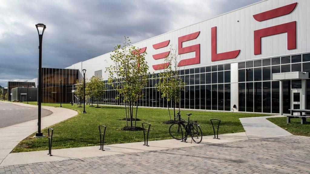 Gigfactory Tesla в Индии для солнечной и аккумуляторной батареи может совершить убийство