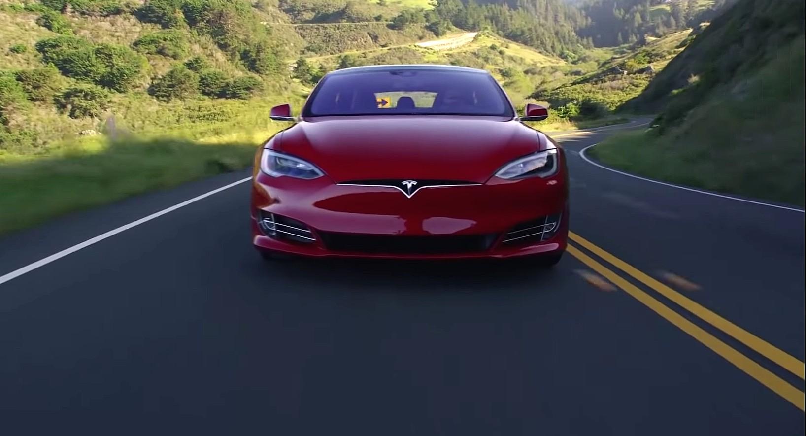 Отчет о безопасности Tesla за второй квартал продолжает стремление компании к безопасному вождению
