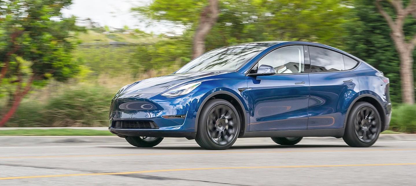 Стратегия Tesla Model Y показывает, что электромобили дальнего действия являются новым стандартом