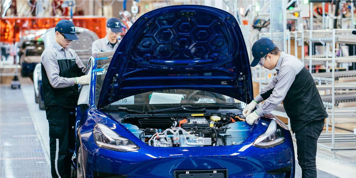 Тесла Китай готовится к увеличению производства, новые автомобили в объявлениях о работе