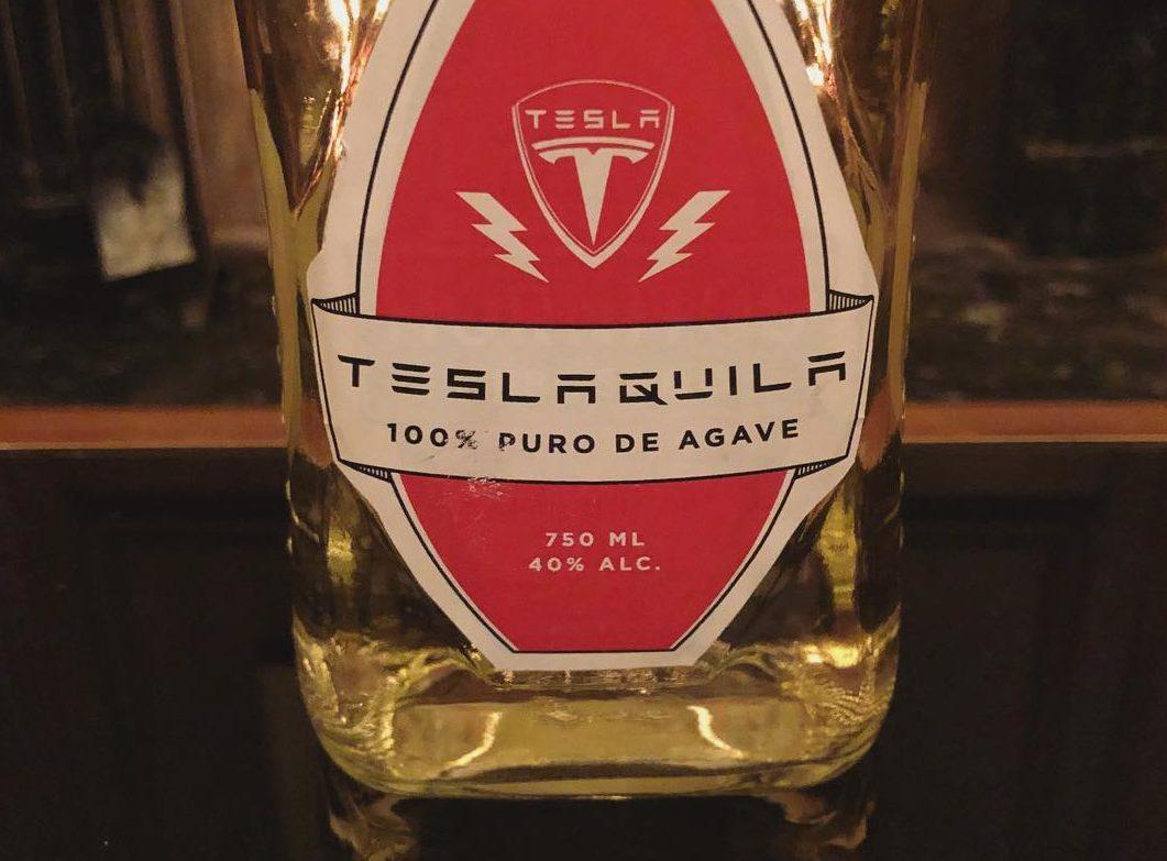 Tesla 'Teslaquila' может выпить за короткие шорты для вечеринки