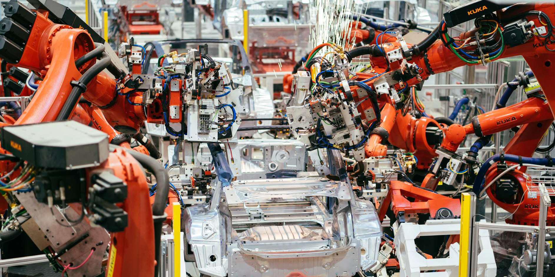 Тесла (TSLA) превосходит рыночную капитализацию в 300 миллиардов долларов, поскольку шорты набирают самую большую ставку