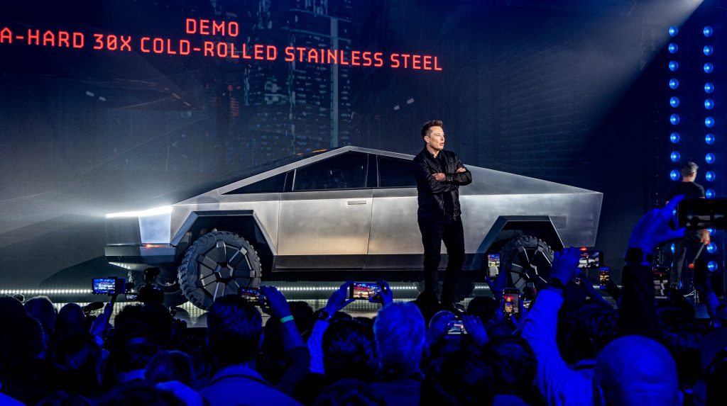 Генеральный директор Tesla Илон Маск представляет футуристический Cybertruck в Лос-Анджелесе