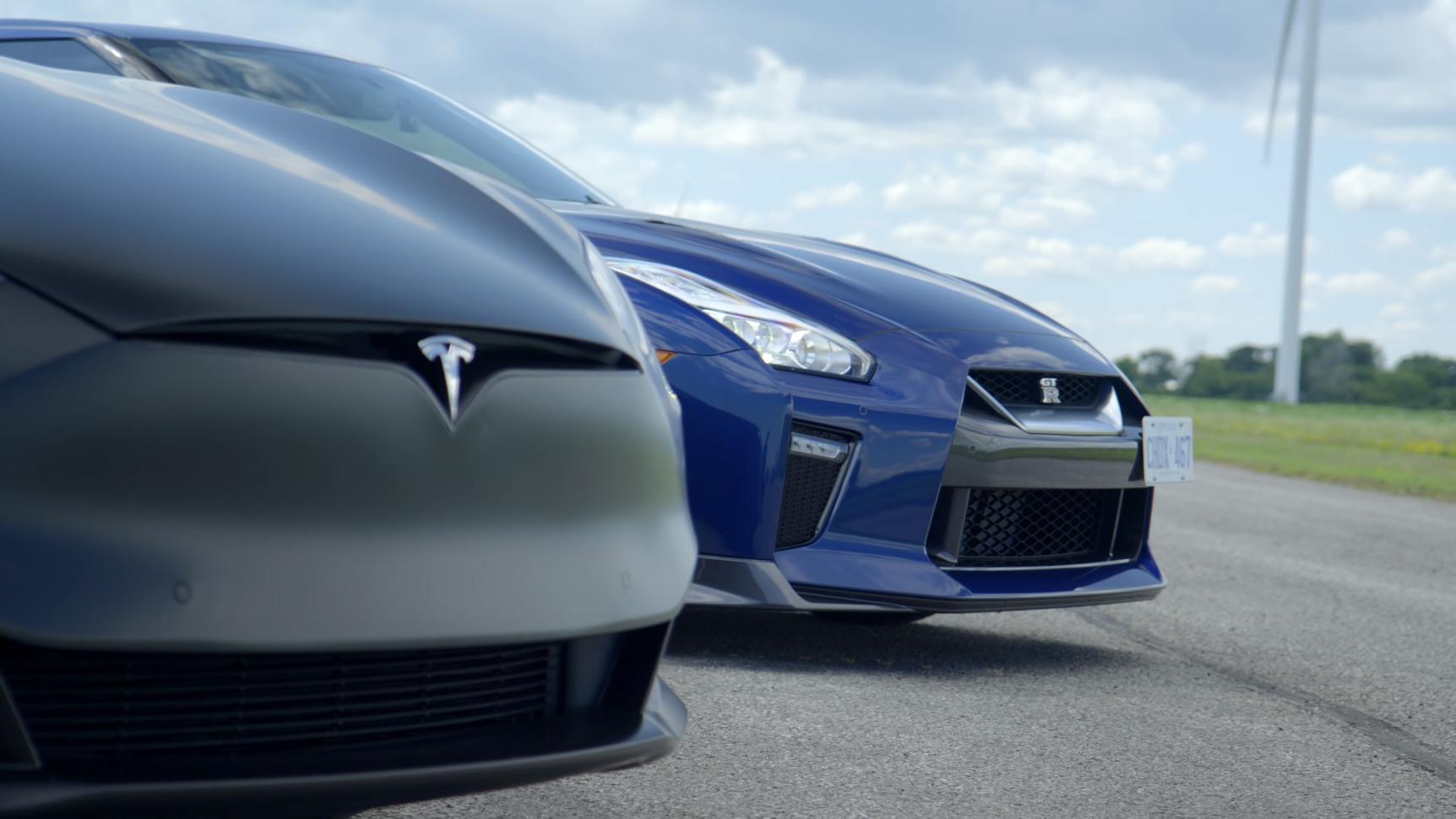Tesla Model S нелепо обгоняет Nissan GT-R