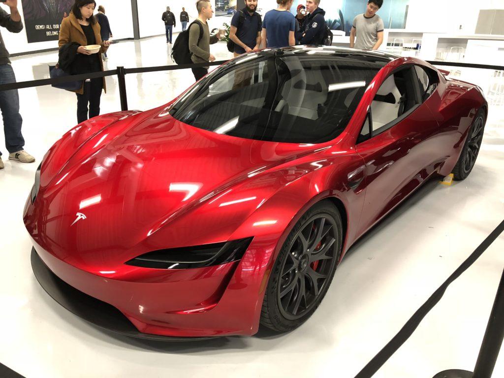 Акции Tesla (TSLA) корректируются в цене после дробления 5: 1