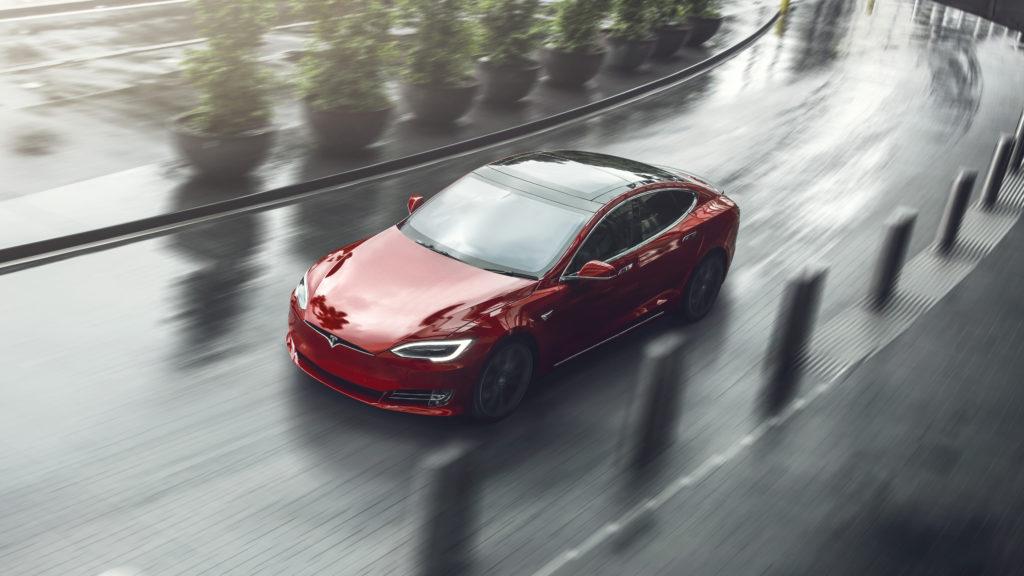 Автомобили Tesla озвучат предупреждение о пешеходах с помощью Snake Jazz