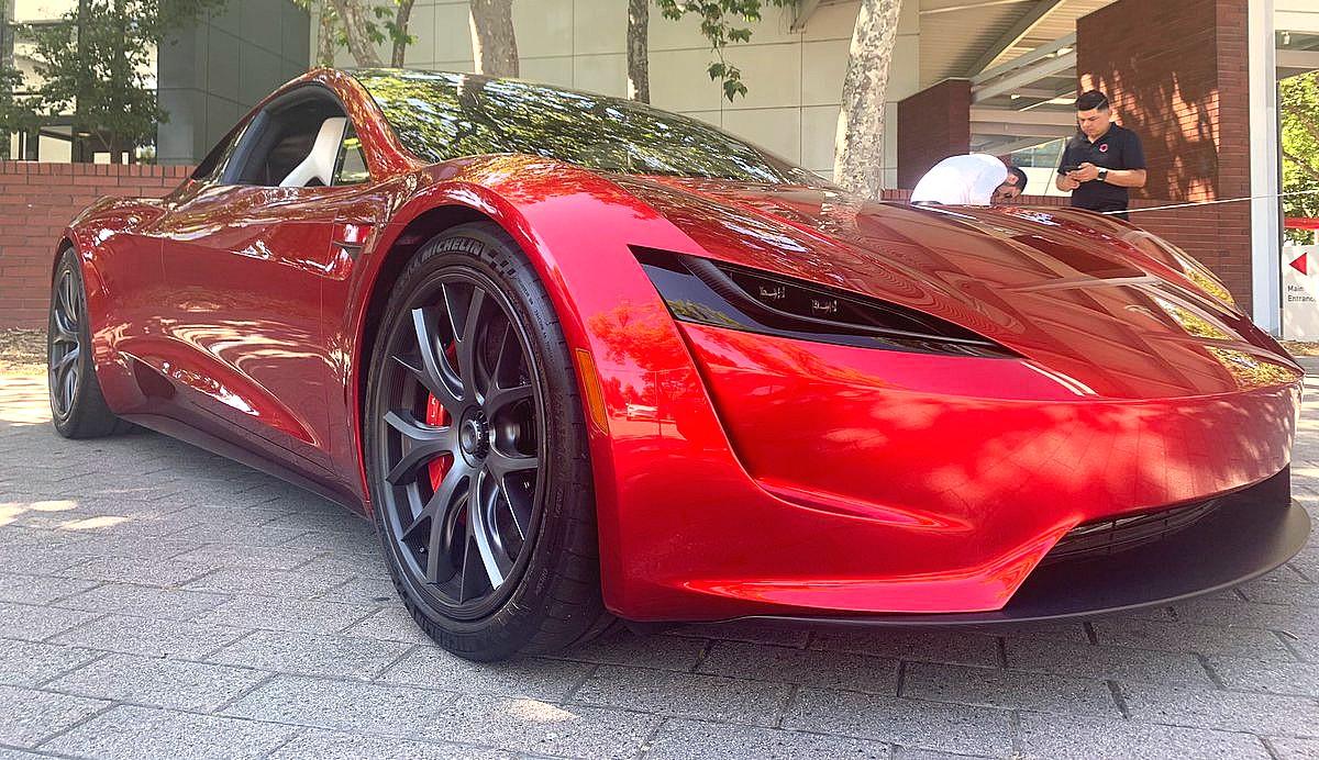 Илон Маск поделился безумным замечанием по поводу колес Tesla Roadster следующего поколения