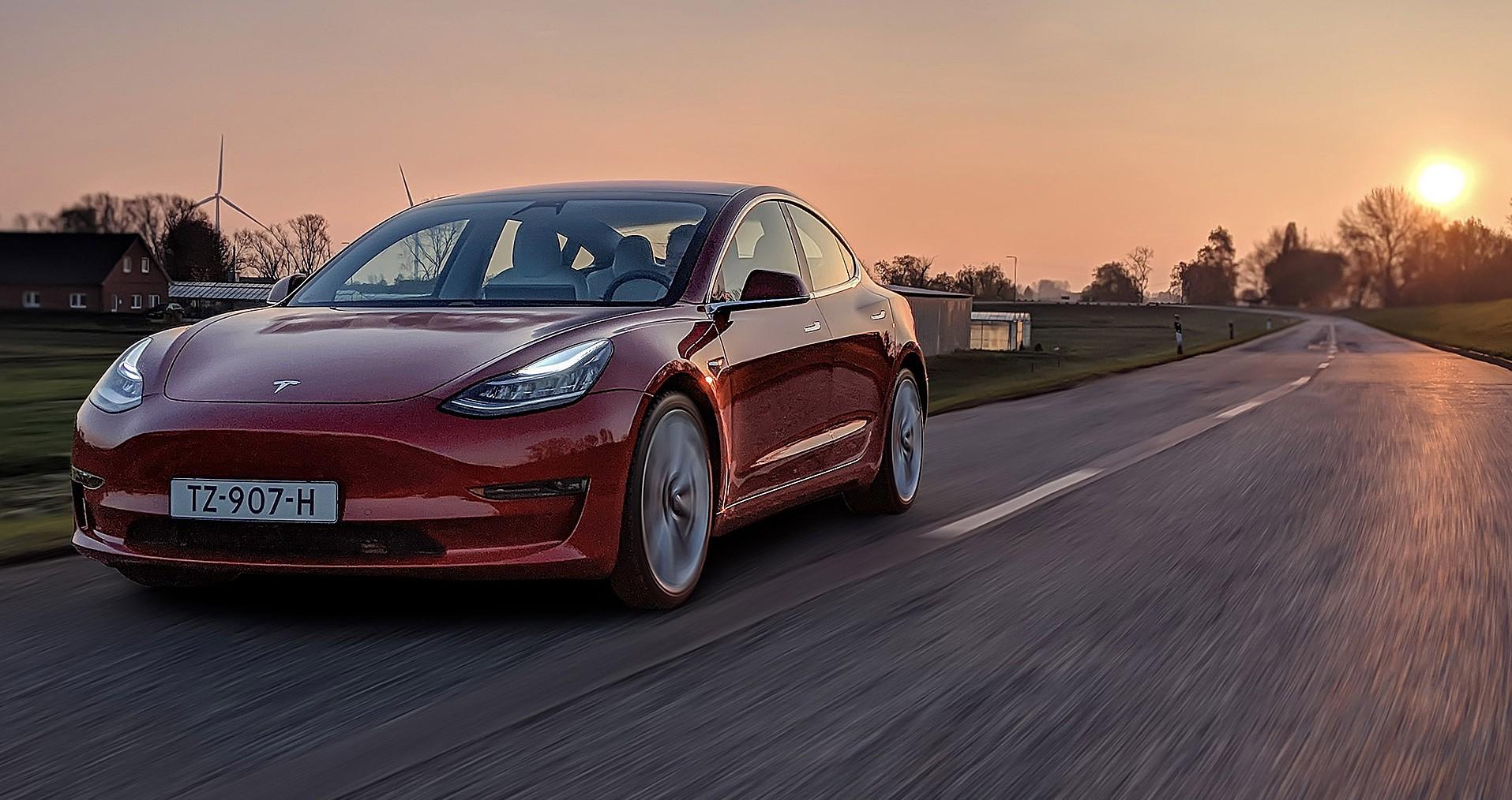 Tesla Model 3 признана самой продаваемой подержанной машиной в США