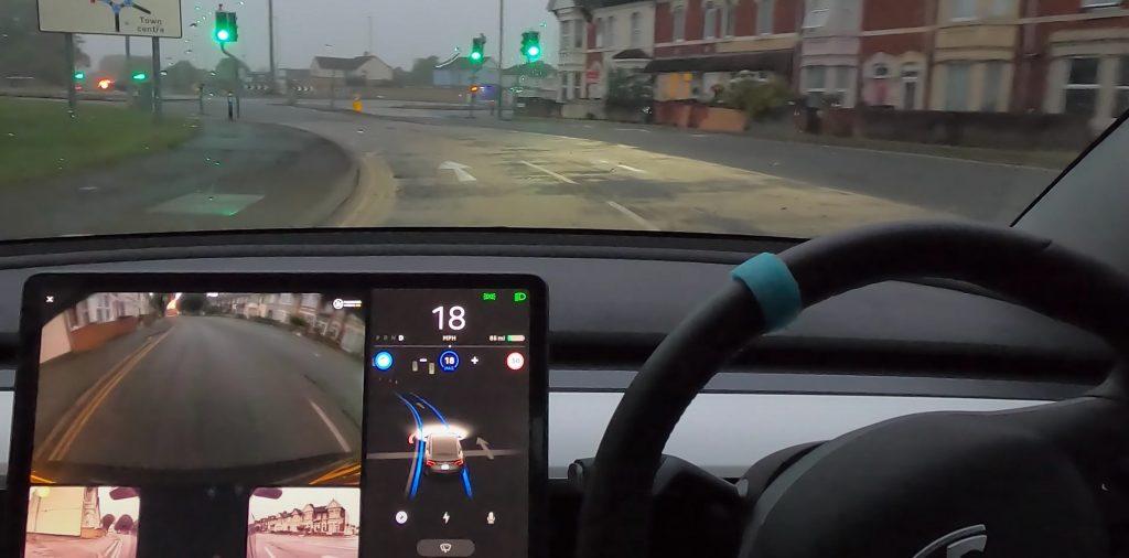 Водитель Tesla подвергся обстрелу полиции за тестирование автопилота в видео на YouTube