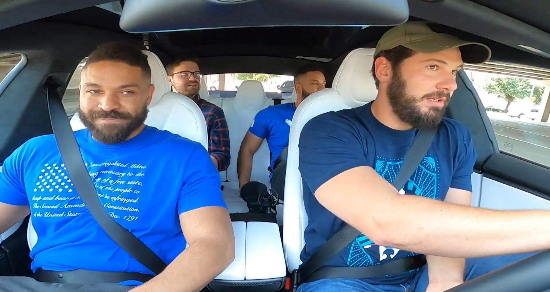 """Критик Tesla, прославившийся """"Change My Mind"""", меняет позицию и покупает Model S"""